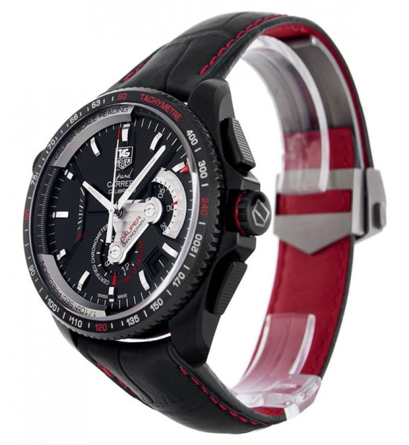 Хронограф имеет часовой счетчик, расположенный в направлении на 6 часов, минутный — в направлении на 3 часа и большую стальную секундную стрелку.